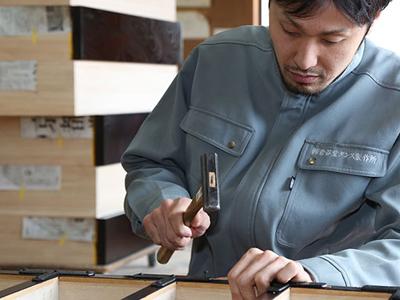 岩谷堂箪笥職人