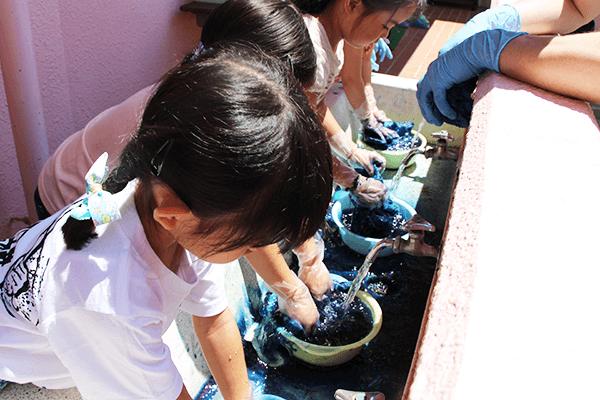 藍染体験 水洗い